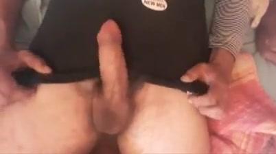 Con il cazzo in mano Shemale whore lick cock and facial