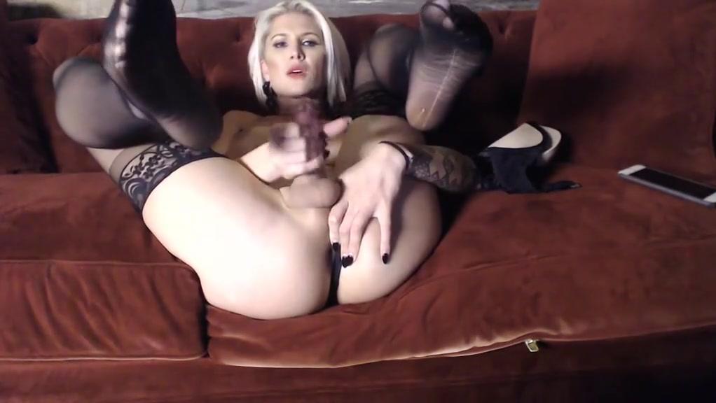 Danni daniels webcam 2 Naked perky tits