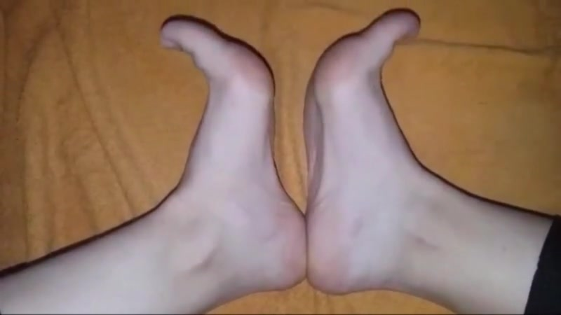 Gitsa moves her sexy feet part 2 How do you hook up with tongue