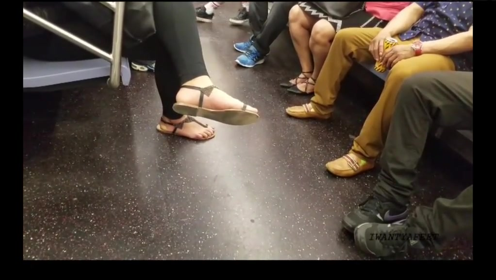 Candid redbone feet in sandals p3 Thongs for big butts