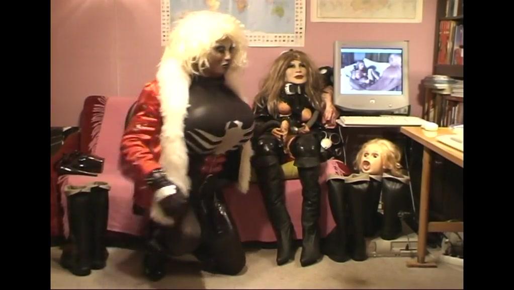 Roxi ebony sofa doll Lunch date ideas