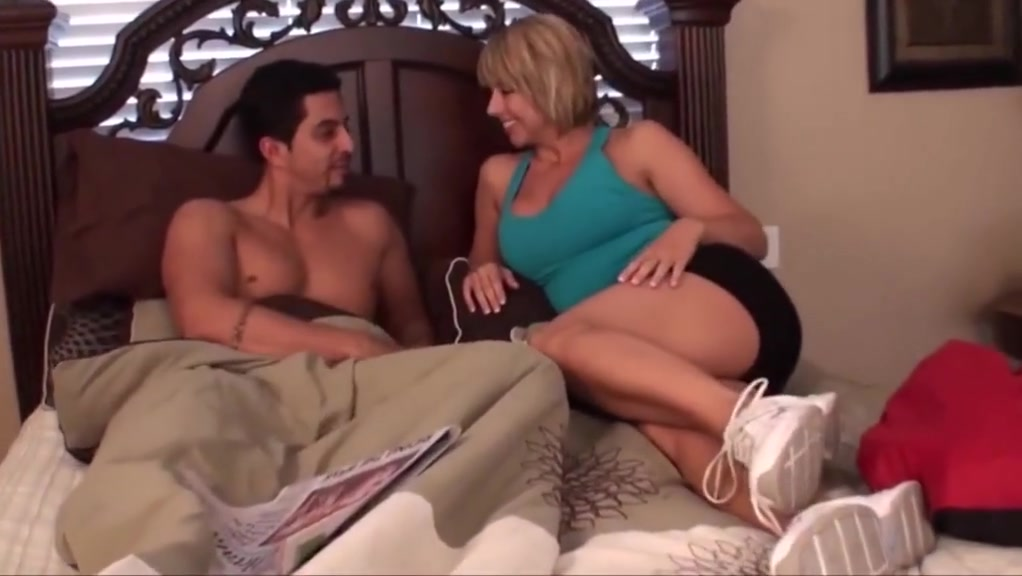 White sock handjob 2 Lesbian bigtitted tgirl gets ass toyed