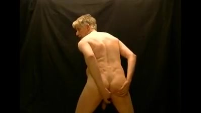 Pornmodel tom makes a quick masturbation session Horny ass in Herning