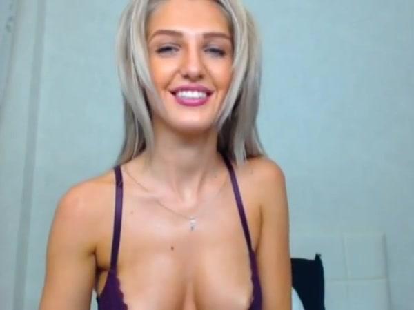 Sexy hot cam babe finger fucks her pussy tennis skirts bikinis naked