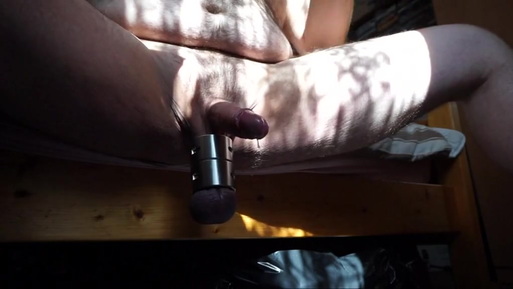 Stretcherwank with multi cum in the sun A Tight Tie