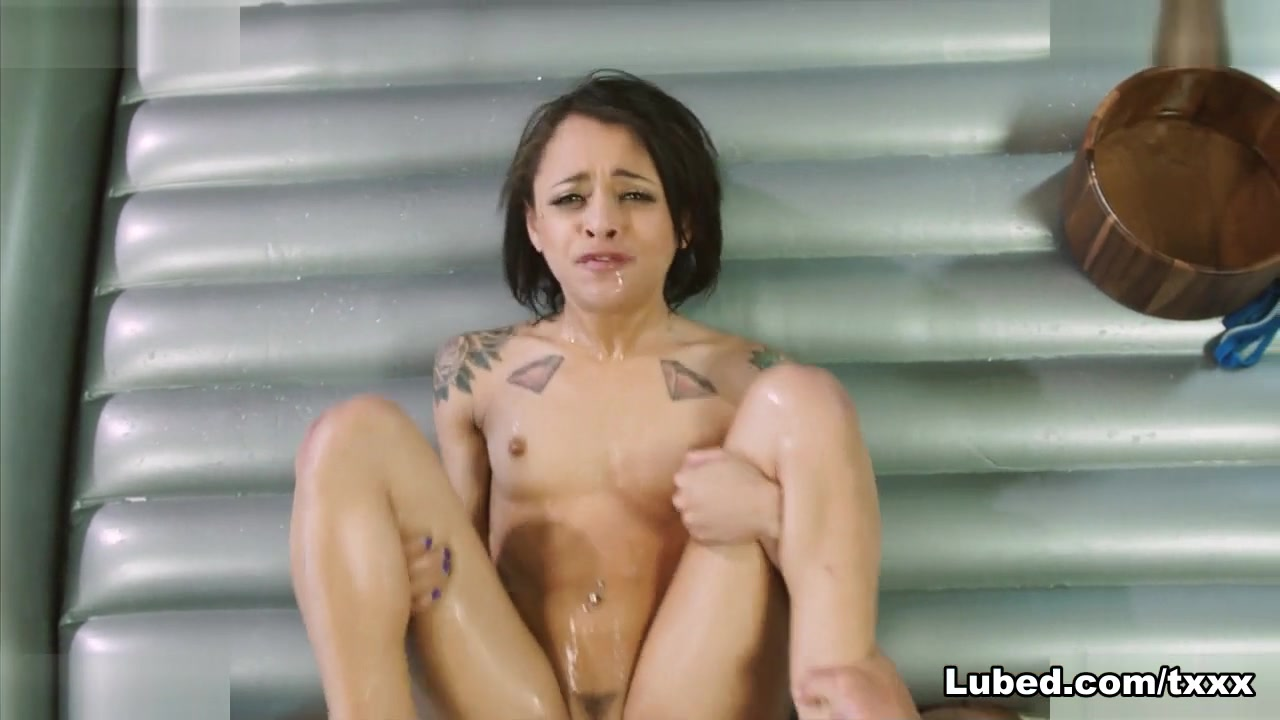 Holly Hendrix in Slick Spinner - Lubed Hot girls rufusing to have sex on fake taxi