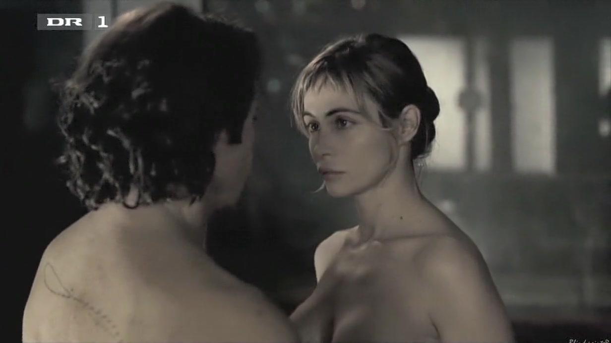 Emmanuelle Beart - A Crime (2006)