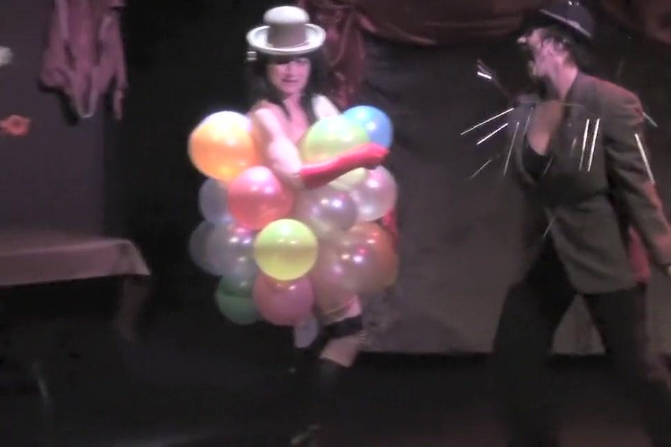 Burlesque Strip SHOW-33 Balloongirl