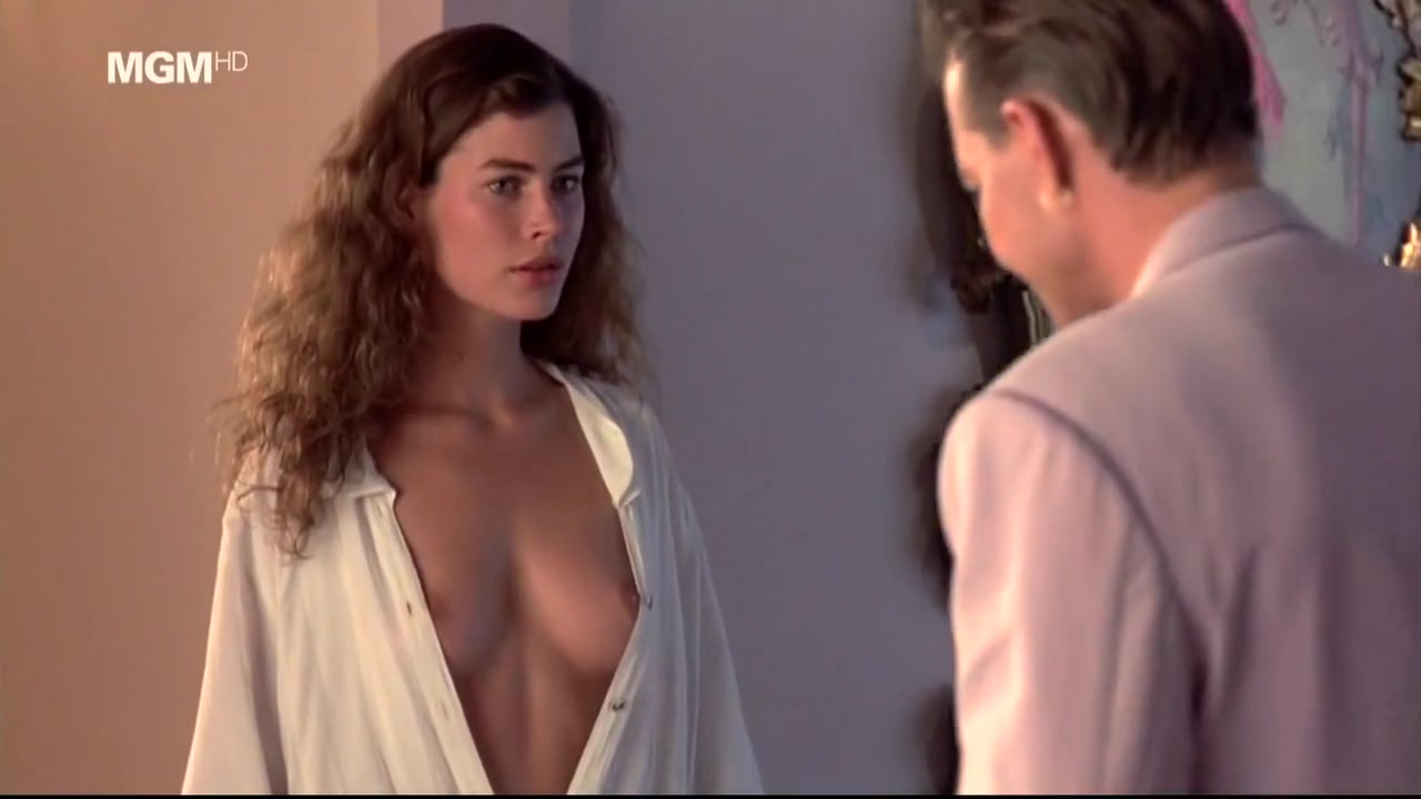 Carre Otis in Wilde Orhidee Milf Gamg Bang