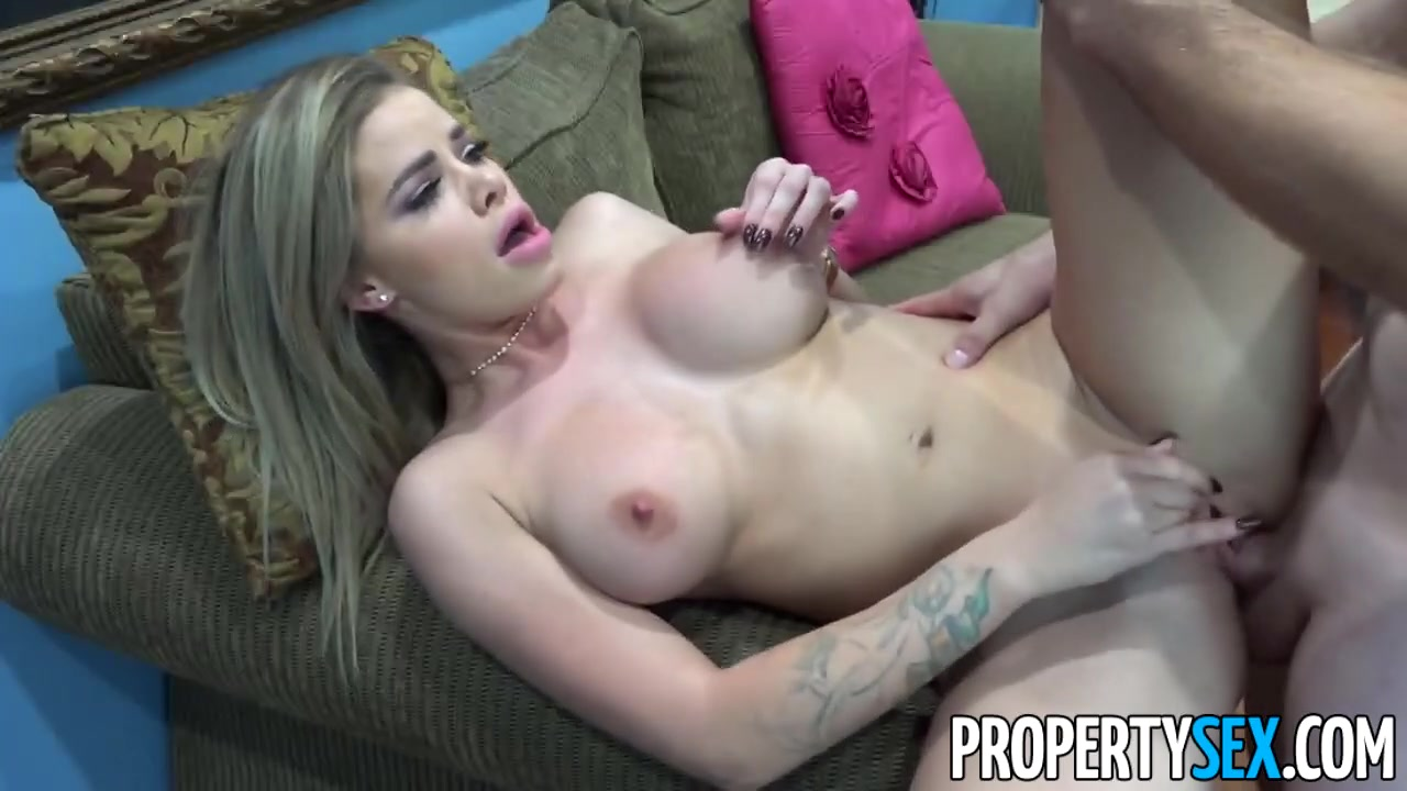 PropertySex Horny Jessa Rhodes Fucks Her Step Cousin Women caught peeing in outhouses