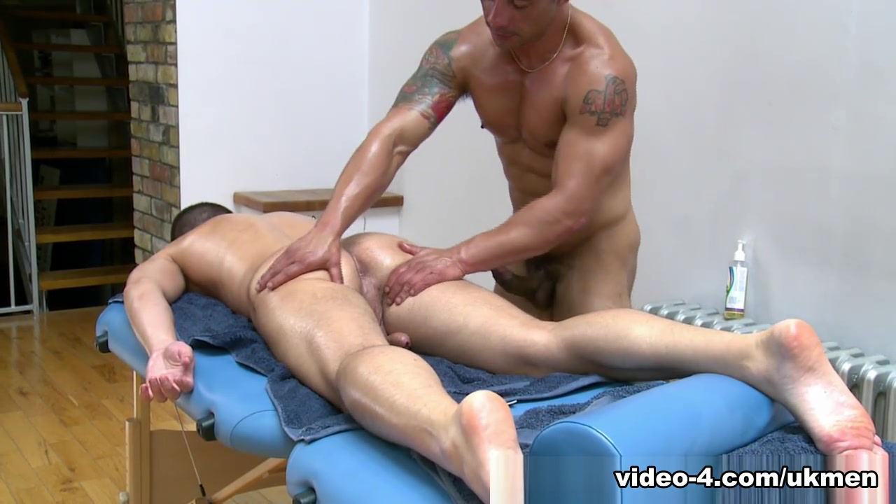 Gio Cruz and Mark Coxx - UKNakedMen I love juicy pussy