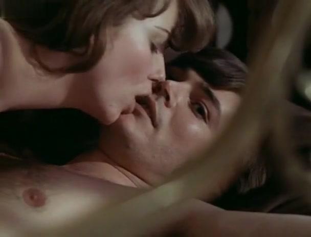 Glory Annen,Sally Faulkner in Prey (1978)