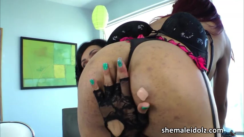 Tgirl Vaniity thrusts a dildo into Nody Nadias ass in sex toy play sexy black girls video