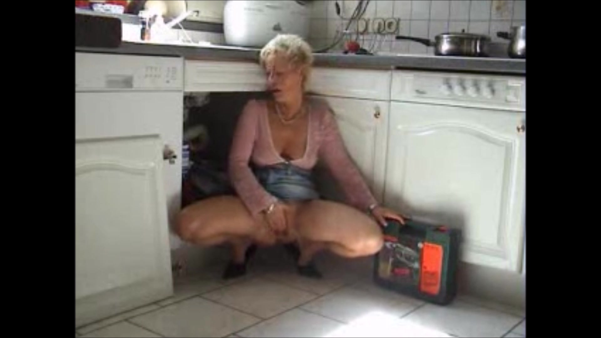 milf fickt monteur in kitchen Google xnxx sex video