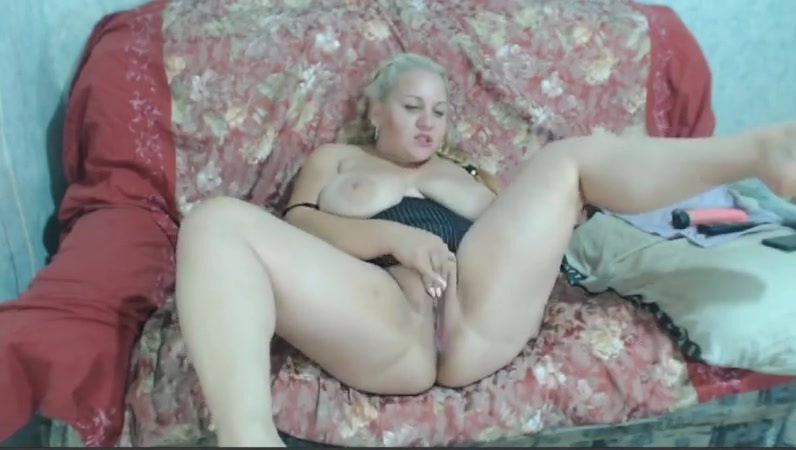 Chubby busty bbw blonde does anal toy on cam