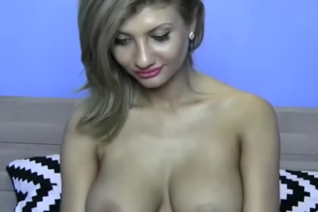 Cute busty solo livecam hotty