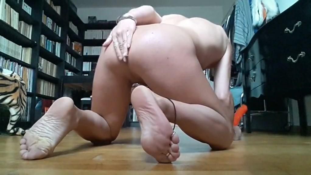 Tygra bitch loves two dildos. katt williams online dating movie