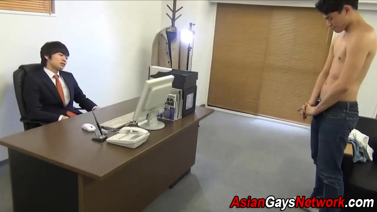 Asian office twink sucks penis pain with no sores