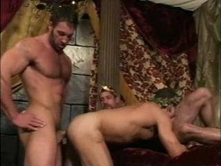 Fornication entre gladiateurs Naked over 18