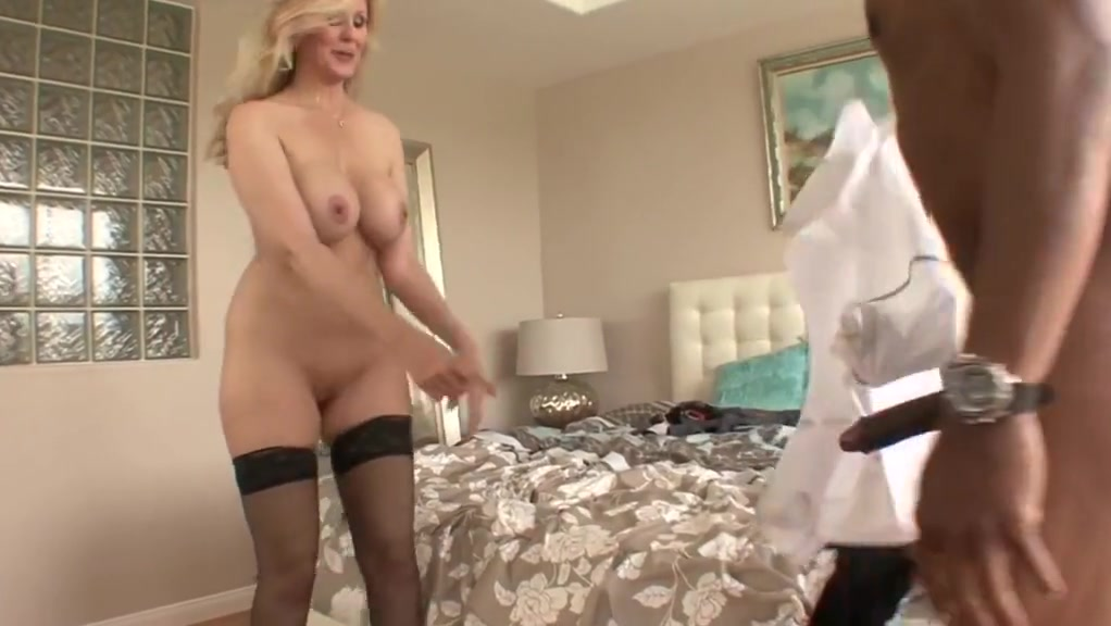 Milf julia satisfies her need for bbc How to fuck so long