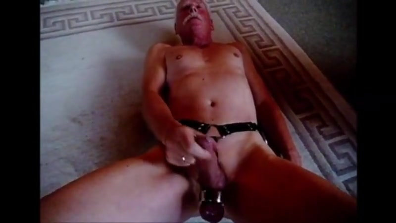 Supersnoopy is wanking for me Wife needs vagina stretched