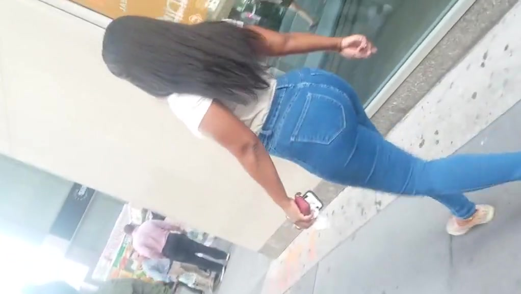 Black chick in bubble booty blue jeans