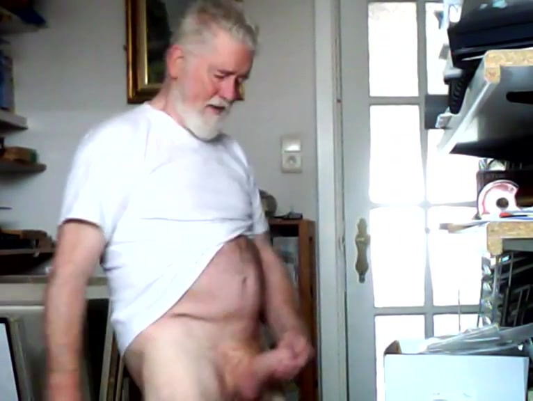 Vieille lopette se branle going limp during sex