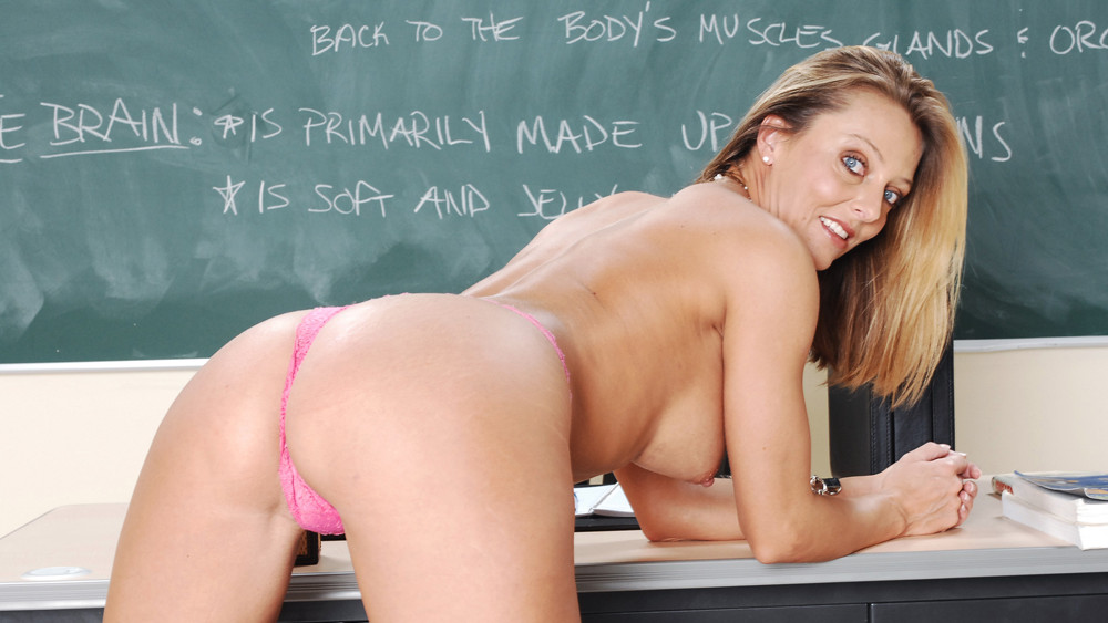 Brenda James & Rocco Reed in My First Sex Teacher Find a makeout buddy
