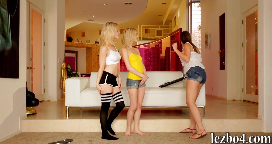Catie Parker and Skylar Green lesbosex with their friend Big tits art