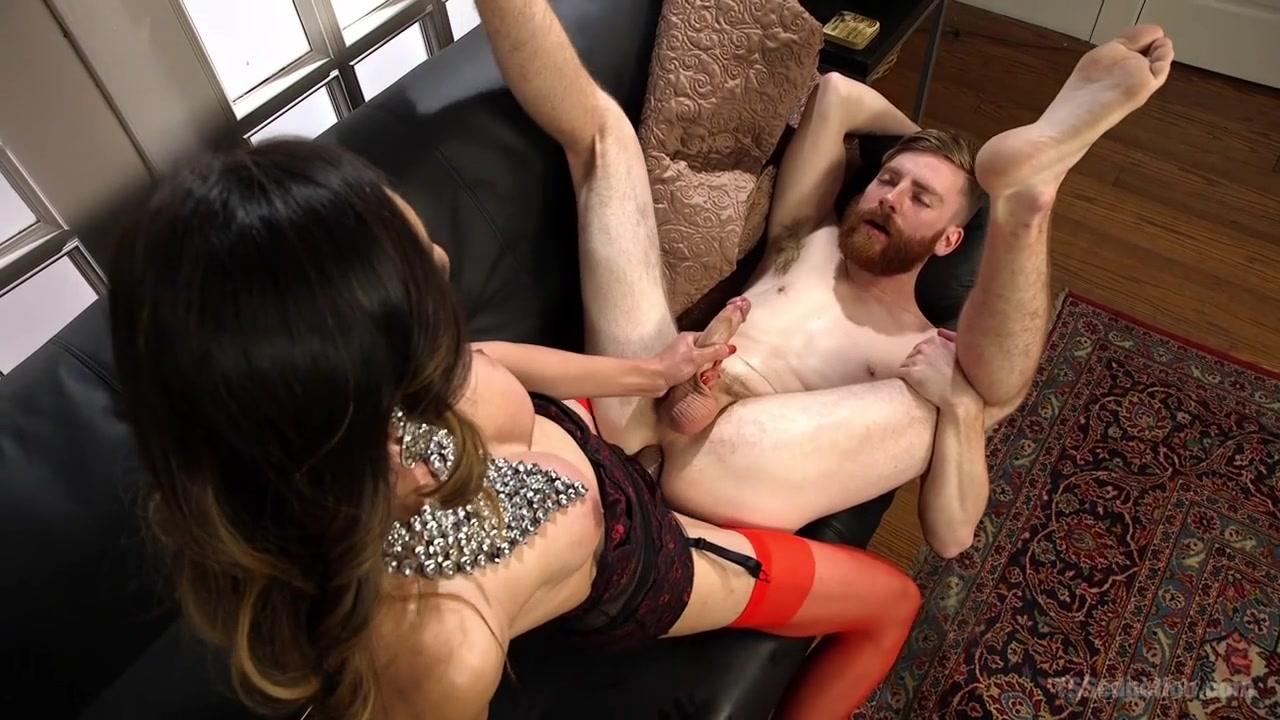 Venus Lux Sebastian Keys in Delivery Man Worships Feet And Gets Fucked - TSSeduction A woman can t change a man