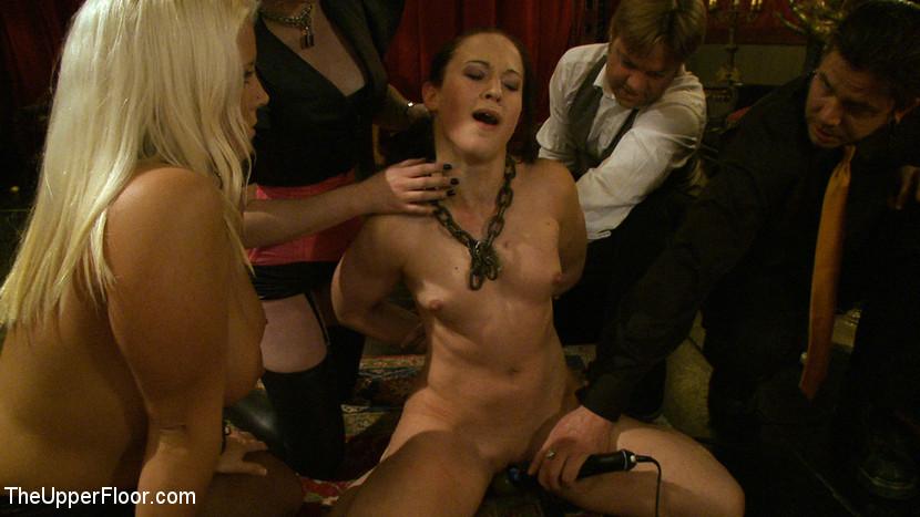 porno-posvyashenie-v-klub-bdsm