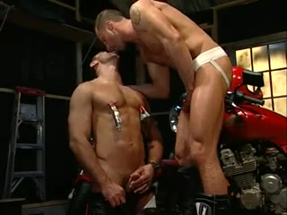 Well shaped hunks fuck each other in the butthole How men get off in haveing sex