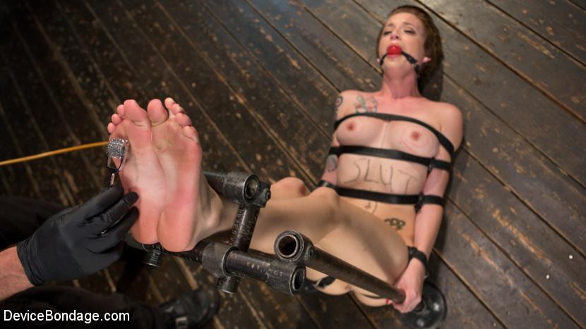 Jeze Belle in Slut Hole - DeviceBondage Billige nike sko born