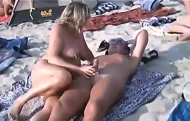 Blowjobsand sex on a nudist beach