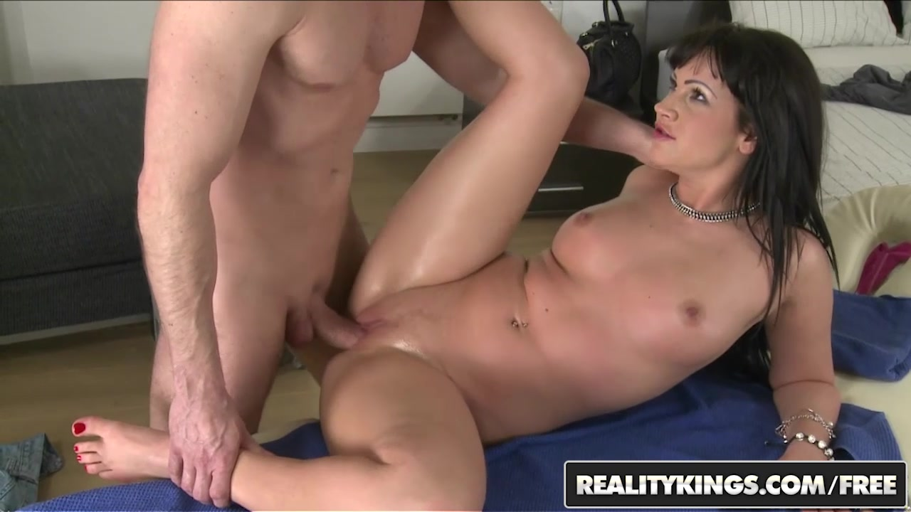 RealityKings - Mikes Apartment - Choky Ice Nia Black - Massaging It In