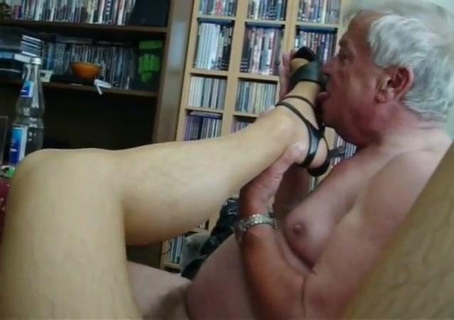 my older friend licks nylon feet and I enjoy (episode 1) Free foreign gay porn
