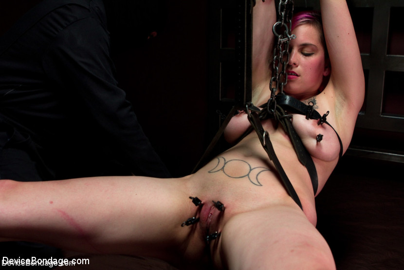 Rozen Debowe in Sexy Bad Girl Tamed By Chain - DeviceBondage Black cock mature sucking woman