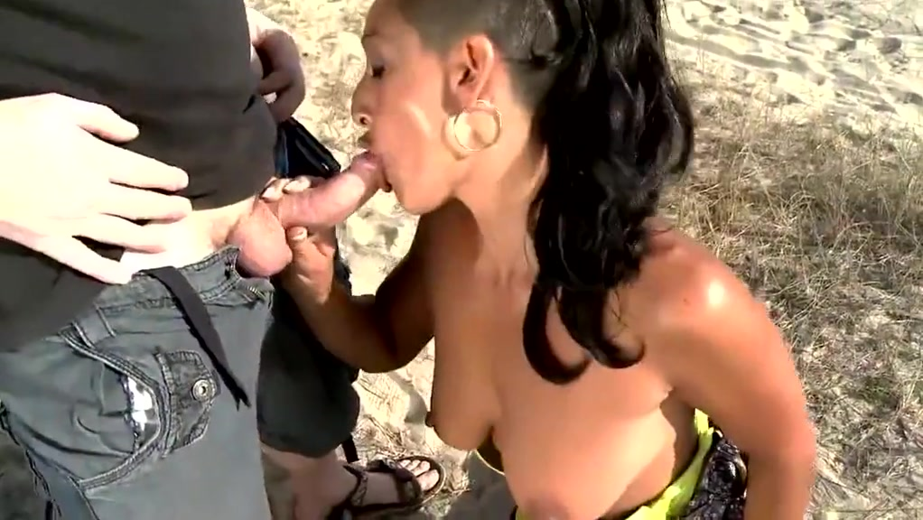 Brunette wants sex on the beach Nude girl with pink hair and big tits