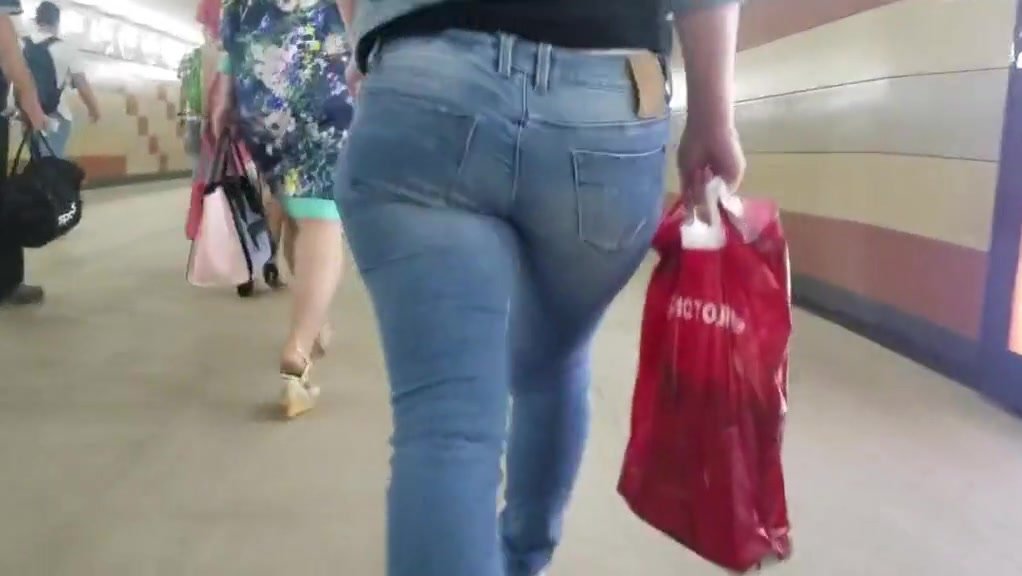 Russian milf with nice ass on the street Who sings i want to fall in love