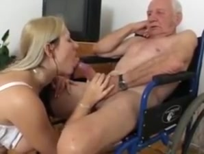 Alt versus jung in hospital anal girl ring toss