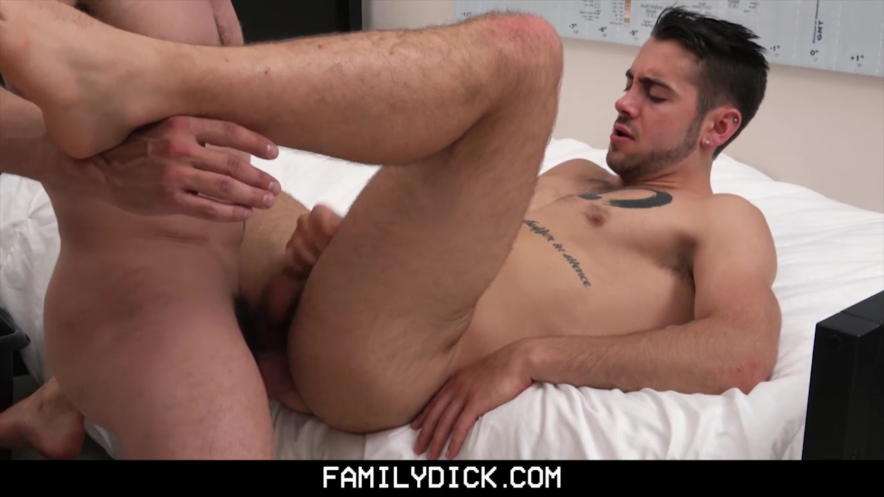 FamilyDick - Bear Daddy Fucks Teen In His Bedroom What should my girlfriend get me for christmas