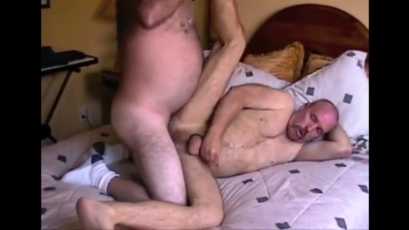 Fucked big bear Sexy girls kissing on bed