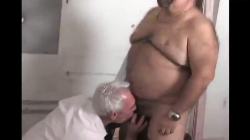 Meeting a hot chub grandpa late in the bathroom. Sunny Leone Xxx Www