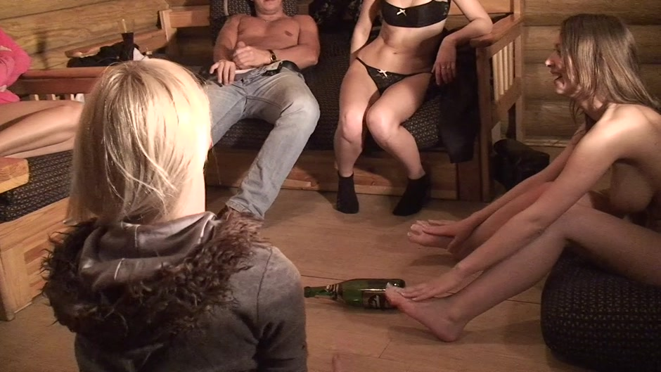 Alice Miller & Amelie Pure & Janet & Trinity in college sex with lots of horny guys and sexy girls Tube Mature Mom