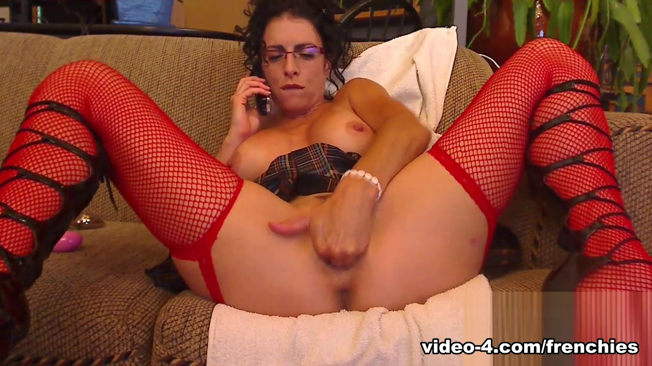 Livecam Naughty Bianca Gets Directed On Phone - KinkyFrenchies Bondage and kissing