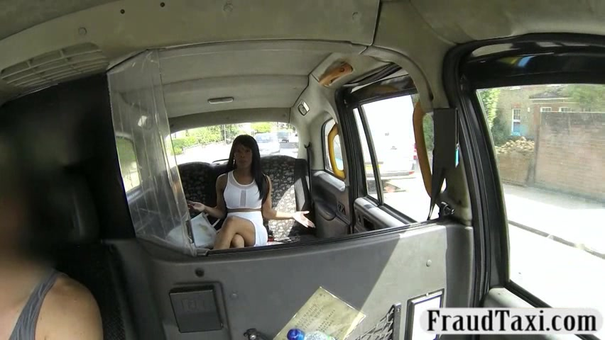 Curvy amateur chick pussy fucked and jizzed on the cab