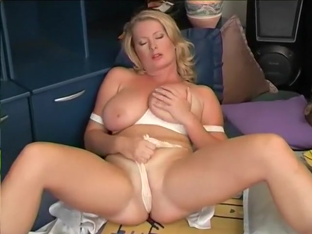 Smokin Hot Mom sexy naked guys pictures