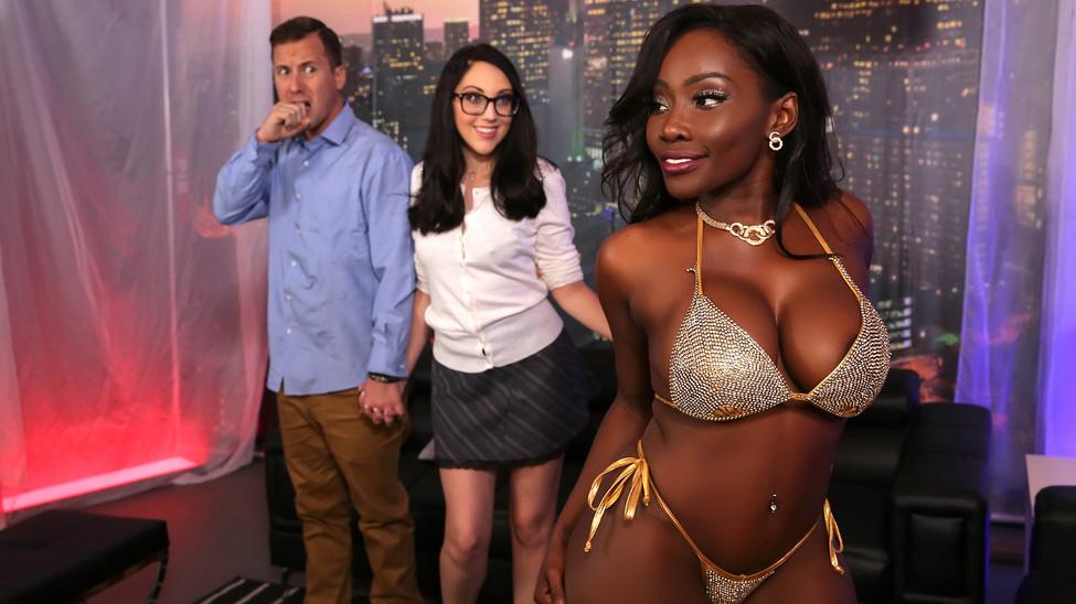 Nickey Huntsman  Osa Lovely  Jessy Jones in Strip Club Surprise - BrazzersNetwork