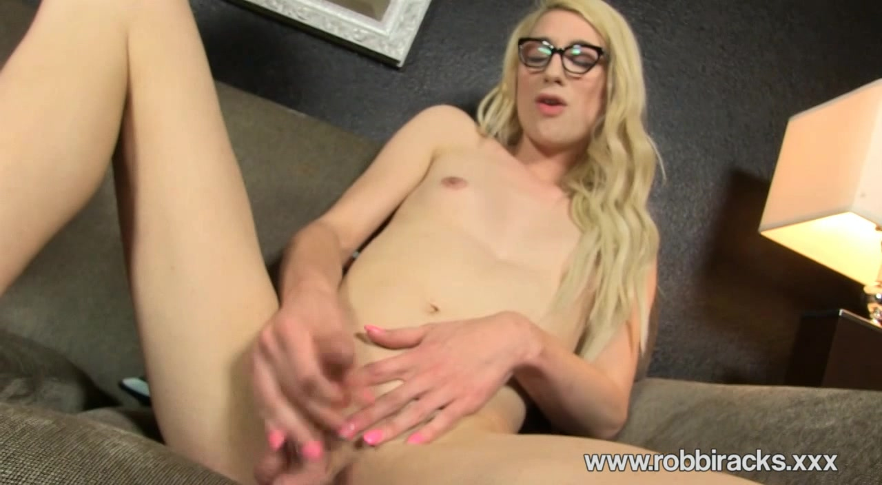 Tattoed tranny blonde Robbi Racks joins to hot shemale threesome