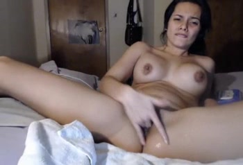 Finger fucks herself till she squirts